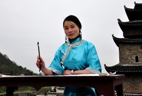 """与中国汉字是表意文字不同,女书是一种表音文字,记录的是当地方言的"""""""